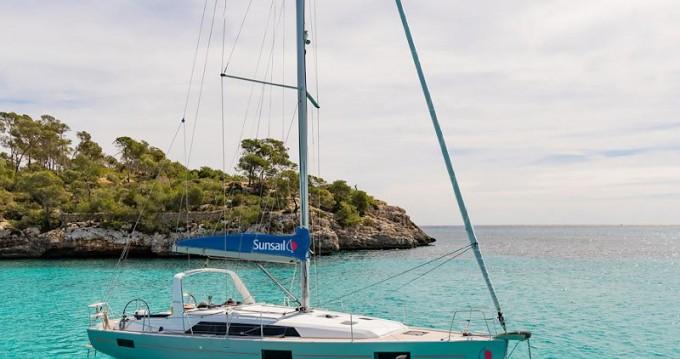 Boat rental Jeanneau Sunsail 41.1 in Piraeus on Samboat