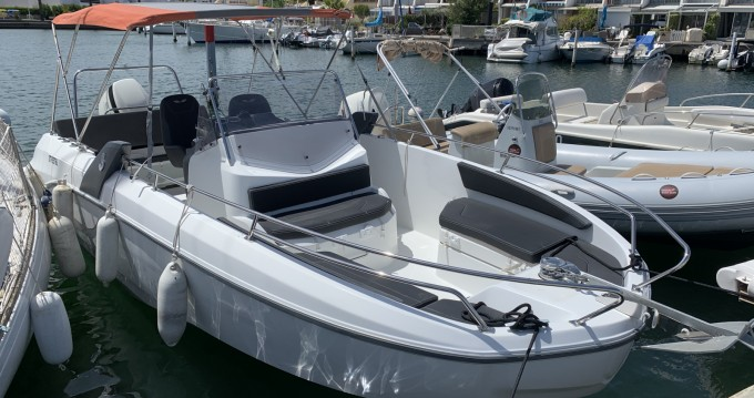 Hire Motorboat with or without skipper Bénéteau Port-Camargue