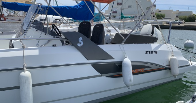 Boat rental Bénéteau Flyer 7.7 SPACEdeck in Port-Camargue on Samboat