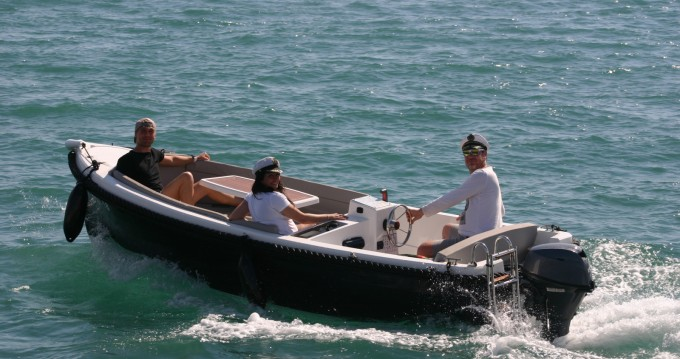 Rental Motorboat Corsiva with a permit