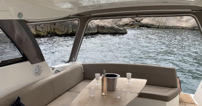 Rental Motorboat in Marseille - Jeanneau Leader 10