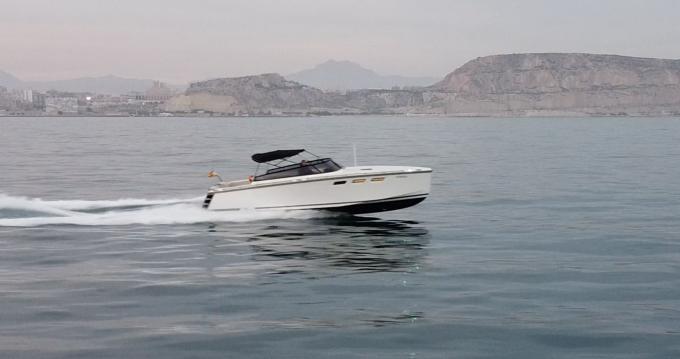 Rental Motorboat in Alicante - HOC 33 CRUISER