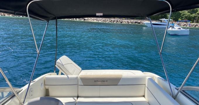 Boat rental Bayliner Bayliner 642 CU in Mandelieu-la-Napoule on Samboat