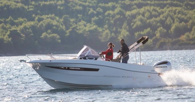 Rental Motorboat in Veruda - Atlantic Atlantic Marine Sun Cruiser 690