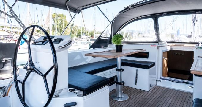 Boat rental Bavaria Bavaria C50 in Alimos on Samboat
