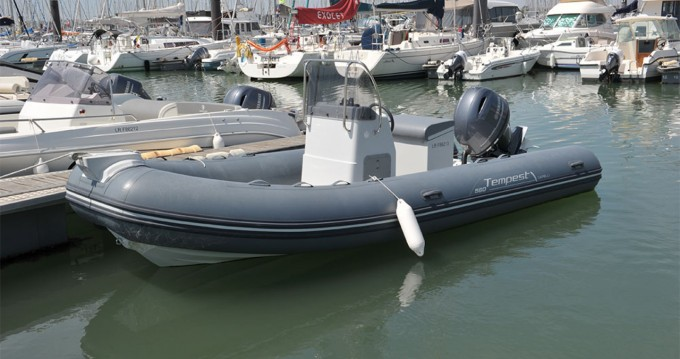 Rent a Capelli Tempest 560 Easy Cannes