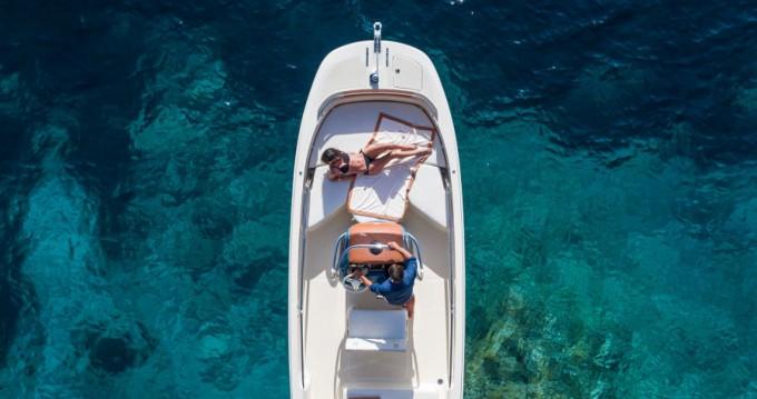 Boat rental Invictus  Invictus 200 FX in l'Estartit on Samboat