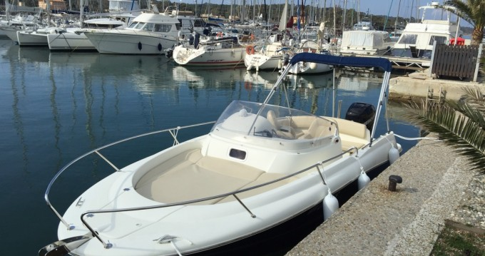 Hire Motorboat with or without skipper Jeanneau Port de Hyères (St Pierre)