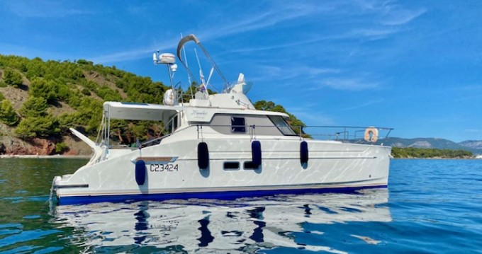 Hire Catamaran with or without skipper Fountaine Pajot Toulon