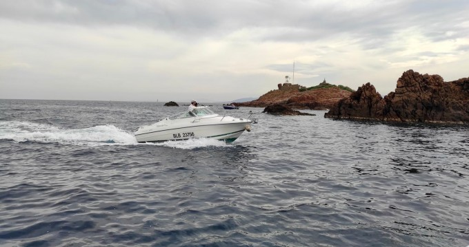 Rental Motorboat in Saint-Raphaël - Jeanneau Leader 605