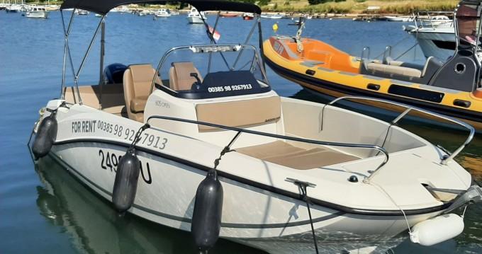 Rental Motorboat in Pula - Quicksilver Activ 605 Open