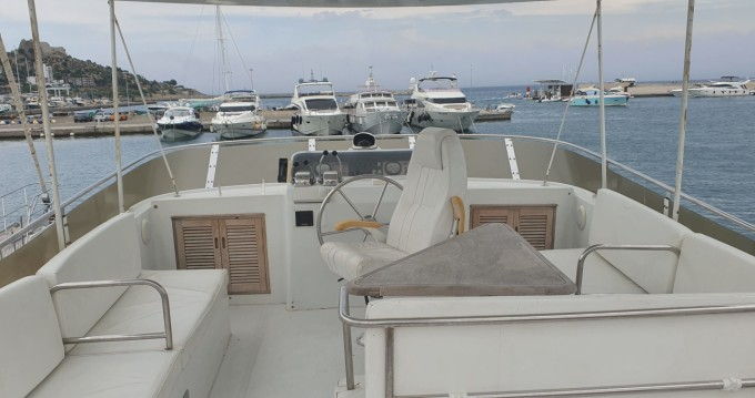 Yacht for rent Roses at the best price