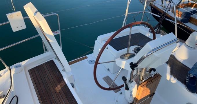 Rental Sailboat in Port Ginesta - Bénéteau Oceanis 31