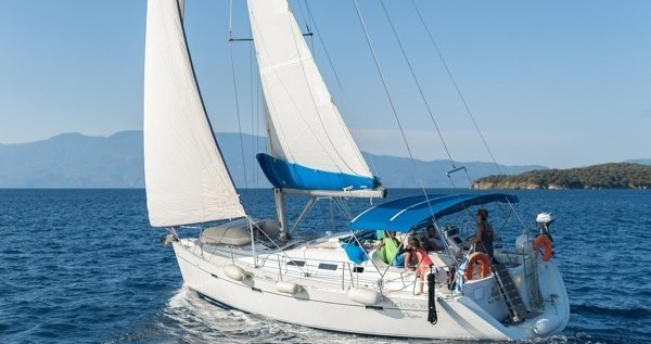 Bénéteau Oceanis 393 Clipper between personal and professional Volos