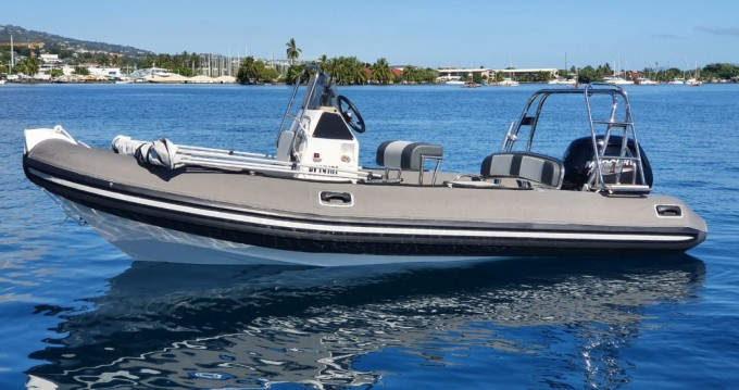 Boat rental Mooréa Island cheap Falcon 520