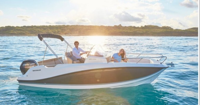 Boat rental Quicksilver Activ 605 Open in Marseille on Samboat