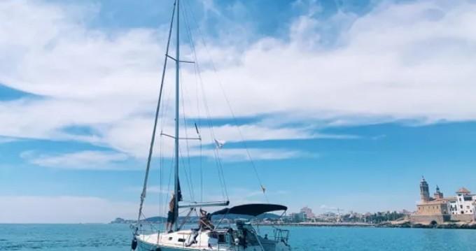 Hire Sailboat with or without skipper Bénéteau Port de Sitges Aiguadolç