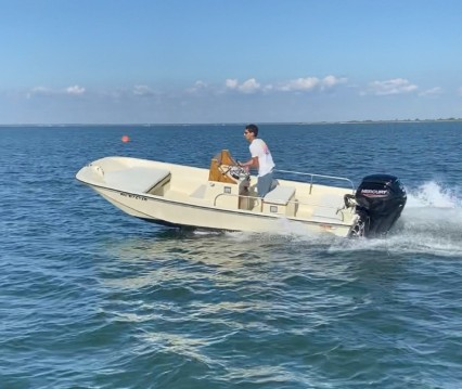 Motorboat for rent Lège-Cap-Ferret at the best price