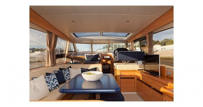 Rental yacht Vila Nova de Gaia - Classic Greenline 40 White on SamBoat