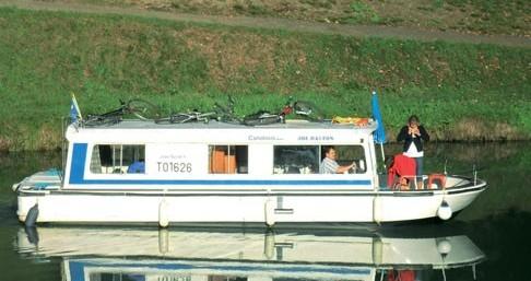 Rental yacht Homps - Low Cost Espade 930 on SamBoat