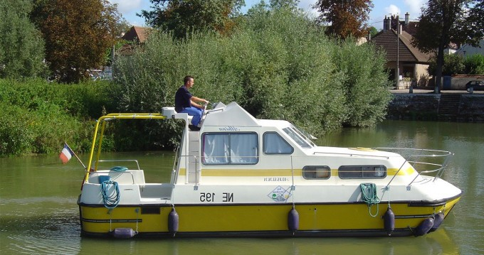 Canal boat for rent Pontailler-sur-Saône at the best price