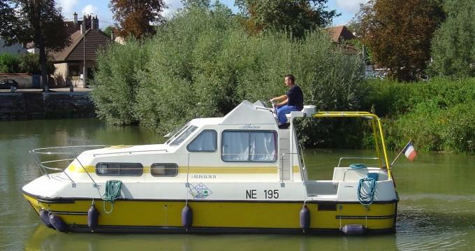 Boat rental Briare cheap Triton 860 Fly