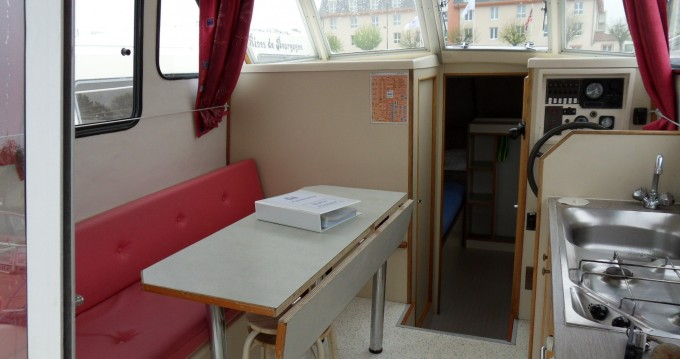 Canal boat for rent Chenillé-Changé at the best price