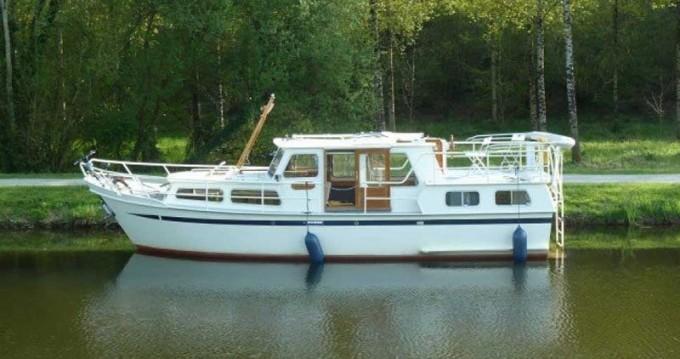 Boat rental Classic Pedro 1020 in Saint-Nicolas des Eaux on Samboat
