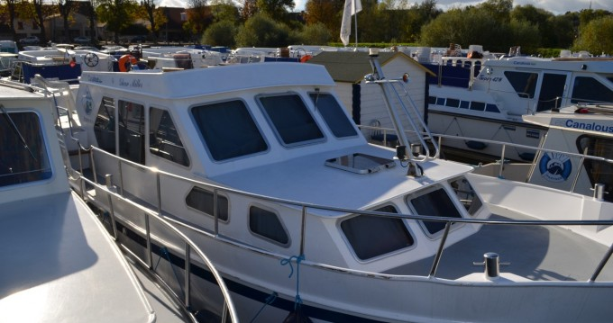 Rental Canal boat in Pontailler-sur-Saône - Classic Linssen Yacht 36