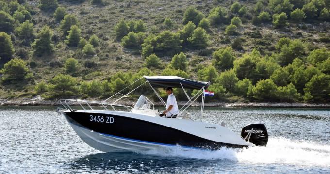 Rent a Quicksilver Activ 675 Sundeck Zadar