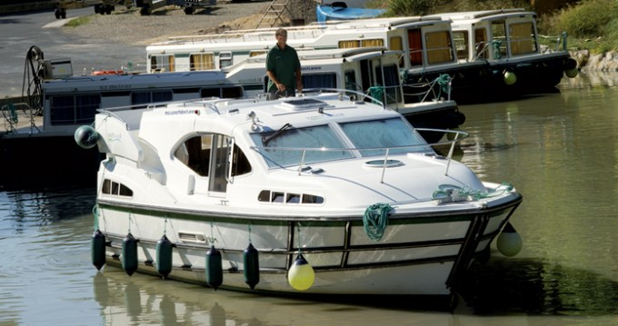 Rent a Classic Haines Rive 34 Colombiers