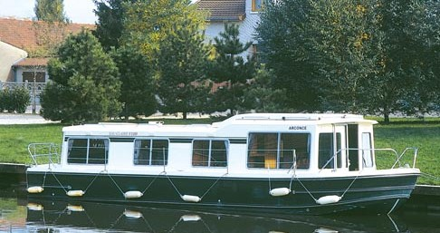 Hire Canal boat with or without skipper Low Cost Cognac