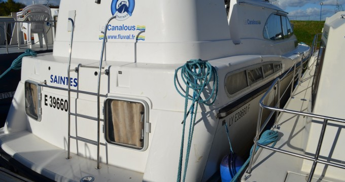 Boat rental Classic Haines Rive 40 in Digoin on Samboat