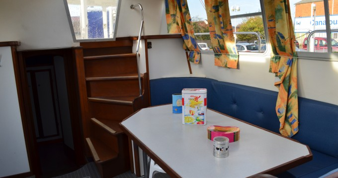 Boat rental Colombiers cheap Tarpon 37
