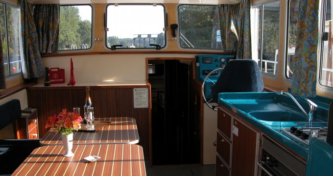 Rental Canal boat Classic with a permit