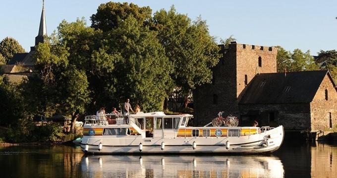Rental Canal boat in Chenillé-Changé - Classic Penichette 1400 FB