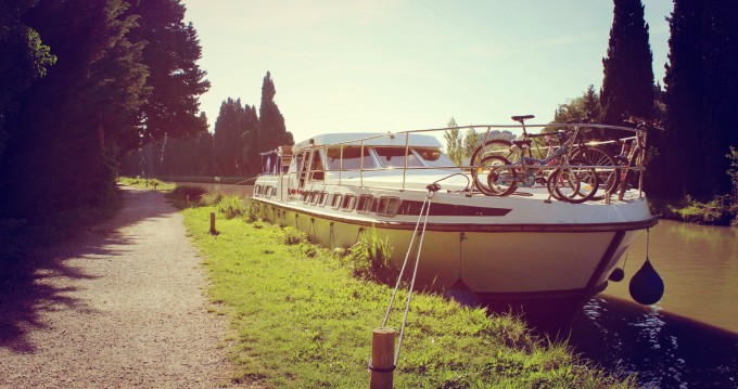 Rental Canal boat Premium with a permit