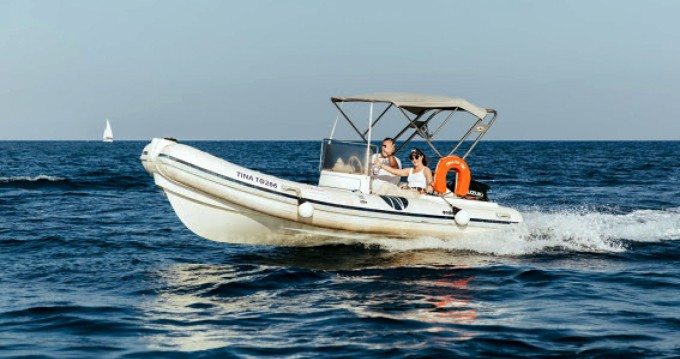 Boat rental Nautica Ondina 565 in Santorini on Samboat