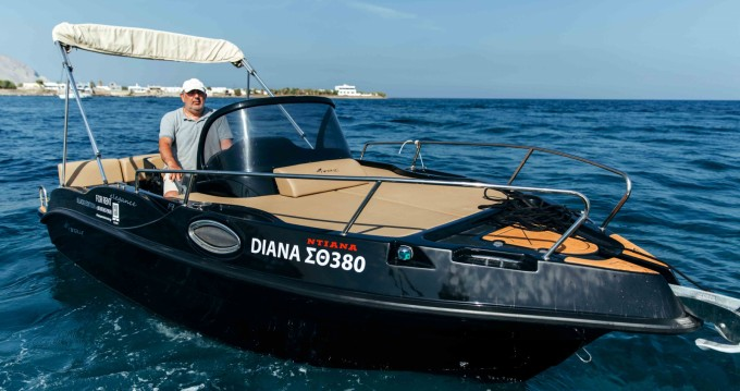 Boat rental Santorini cheap Nireus Ω53 Elegance