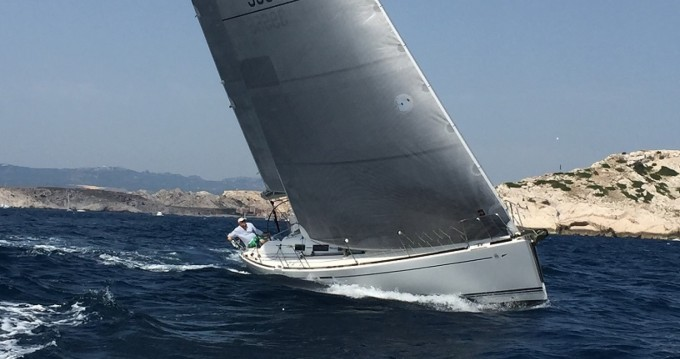 Sailboat for rent Old Port of Marseille at the best price