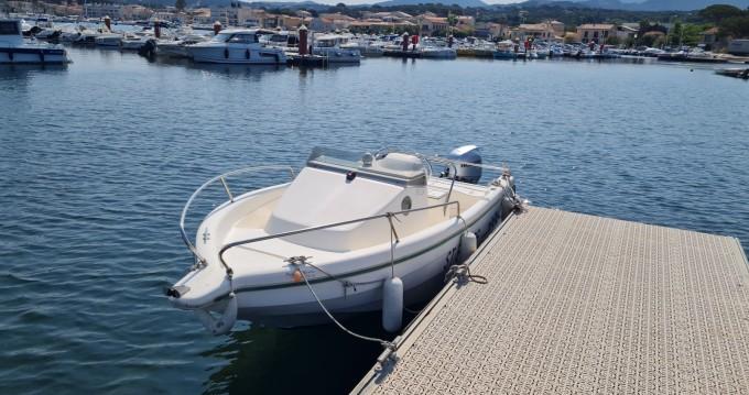 Marine Loisirs Service Carri 485 WA between personal and professional Le Brusc