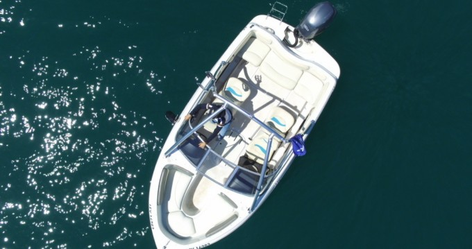 Hire Motorboat with or without skipper Four Winns Saint-Jorioz