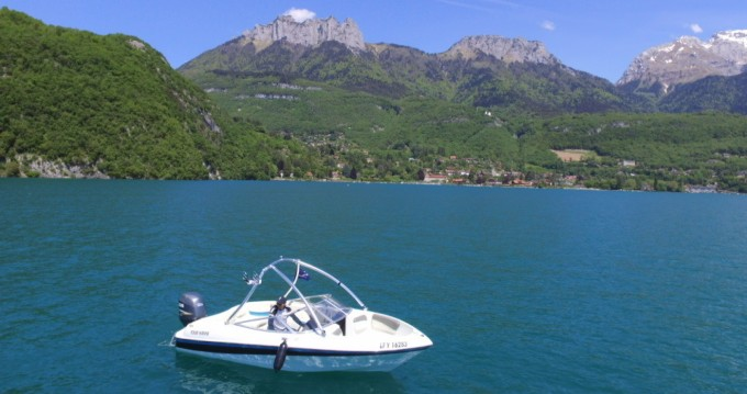Rental Motorboat Four Winns with a permit