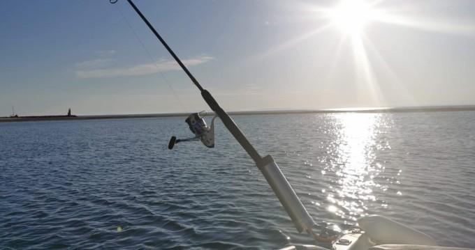Rental Motorboat in Port-Camargue - Jeanneau Leader 605