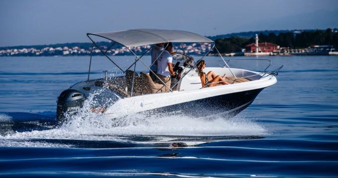 Boat rental Jeanneau Cap Camarat 6.5 CC in Zadar on Samboat