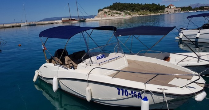 Rent a Quicksilver Activ 675 Sundeck Makarska