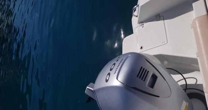 Motorboat for rent Makarska at the best price
