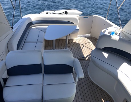 Rental Motorboat in Sanxenxo - Bayliner Avanti 325 S
