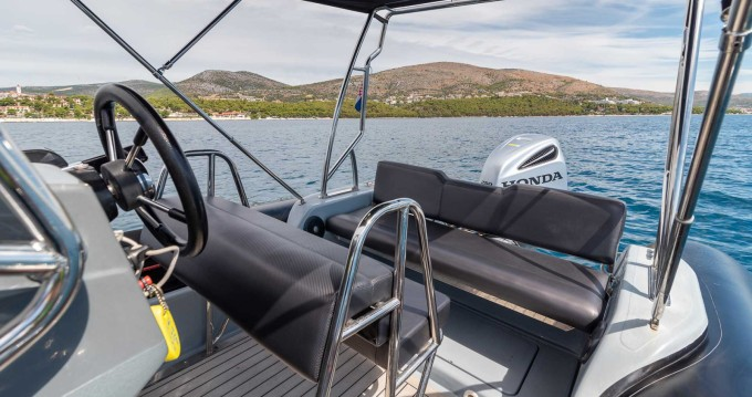 Hire RIB with or without skipper Valiant Split Ferry Port