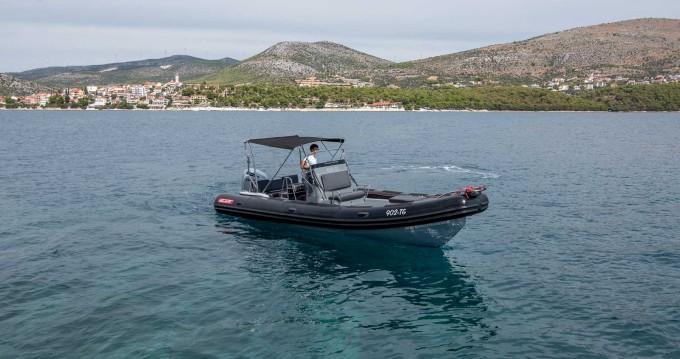 Boat rental Valiant Valiant 760 Sport in Split Ferry Port on Samboat